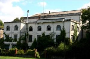 Segré : en plein bourg, l'usine Paulstra (XXe siècle)